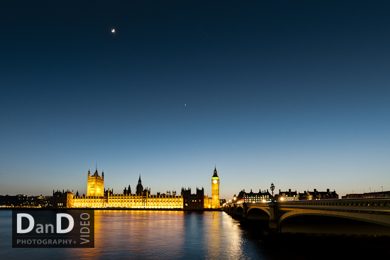 Houses of parliament low light night